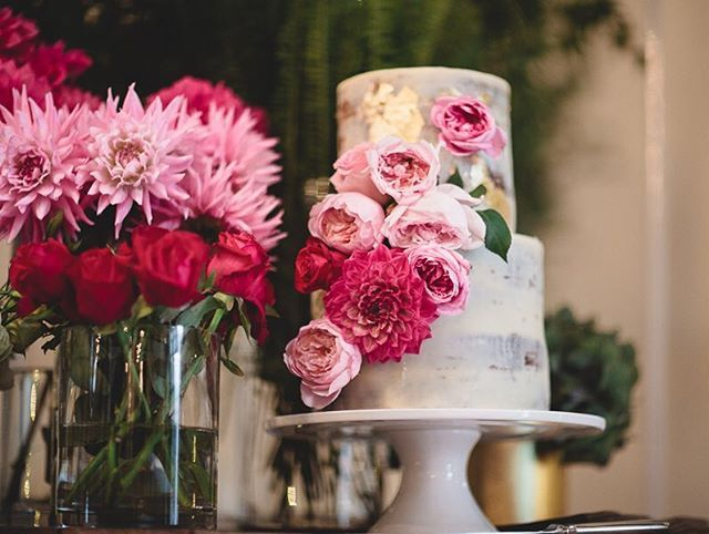 A splash of gold and pretty pinks 💛💖. Captured so beautifully by @darinpix at @abbotsfordconvent. Gorgeous styling by @papermillmedia 👌🏻 #cherrytreebakehouse @bursaria