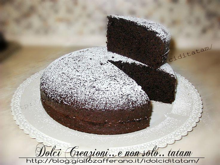 Torta al Cioccolato Perfetta, perfetta come base per le nostre torte decorate perchè è compatta ma allo stesso tempo morbida e umida; si presta ad essere..