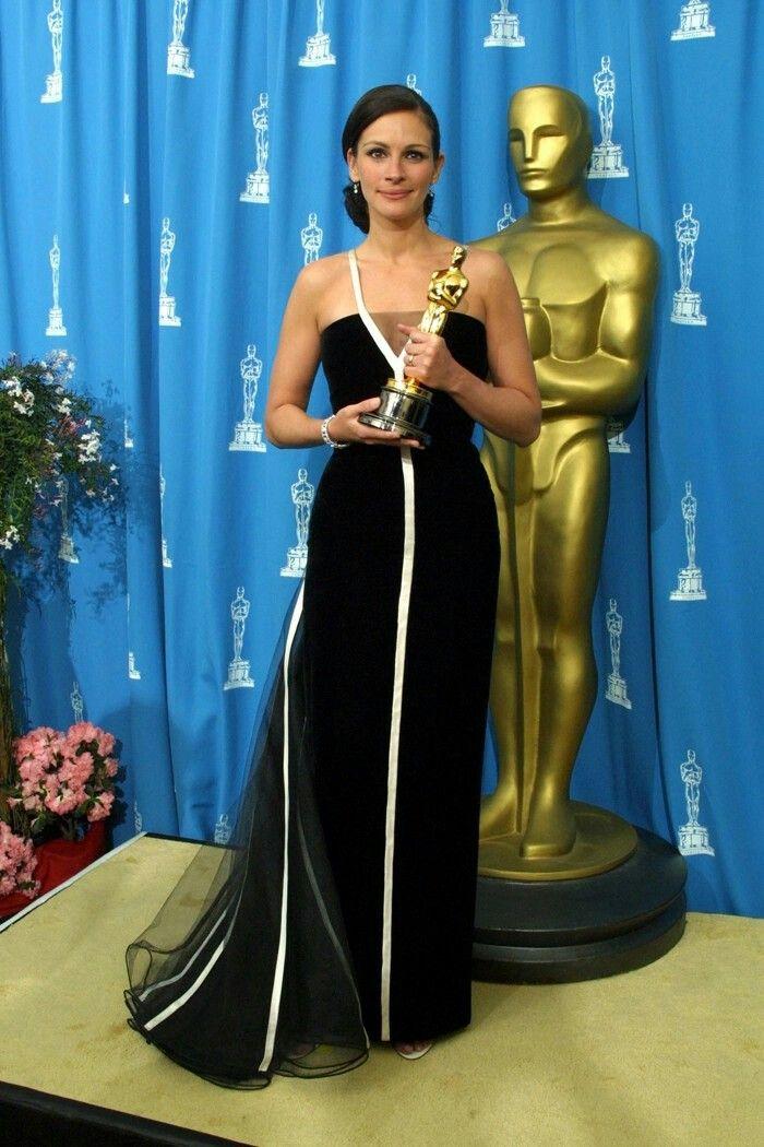 Resultado de imagen de Julia Roberts en los premios Oscar 2001