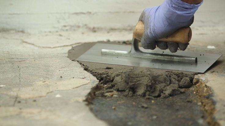 Mit unserem extrem widerstandsfähigen Epoxidharzmörtel reparieren Sie Löcher in Betonböden einfach und dauerhaft. Der Reparaturmörtel für Beton hat eine extr...
