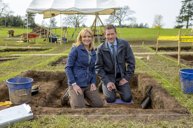 """Find out about the Hallmark Movies & Mysteries Original """"Site Unseen: An Emma Fielding Mystery,"""" starring Courtney Thorne-Smith and James Tupper."""