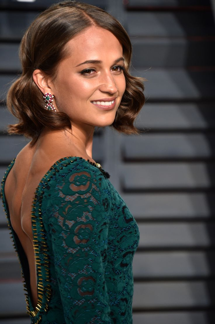 Alicia Vikander looked radiant as ever in her deep-green Louis Vuitton gown and matching Bulgari emerald Heritage pendant earrings with rubies and diamonds. See the best jewellery moments on the red carpet of the Vanity Fair After Oscars Party 2017 worn by all the celebrity stars in high fashion and luxury: http://www.thejewelleryeditor.com/jewellery/top-5/top-5-jewels-vanity-fair-oscar-party/ #jewelry