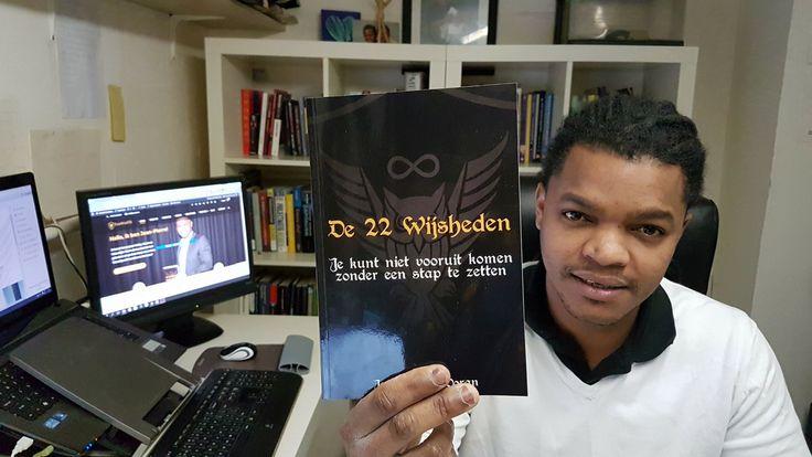 De 12 boeken die ik in 2017 ga #lezen 👀. Eén van mijn #doelen voor het #jaar 2017 is om 12 #boeken te lezen die mij verder kunnen helpen om mijn #droom te bereiken. In deze video deel ik deze 12 #boeken 📚 met jullie!
