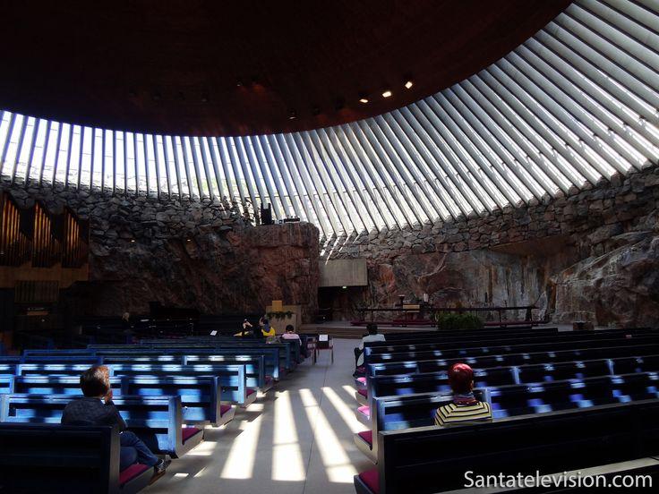 Iglesia de Temppeliaukio en Helsinki en Finlandia