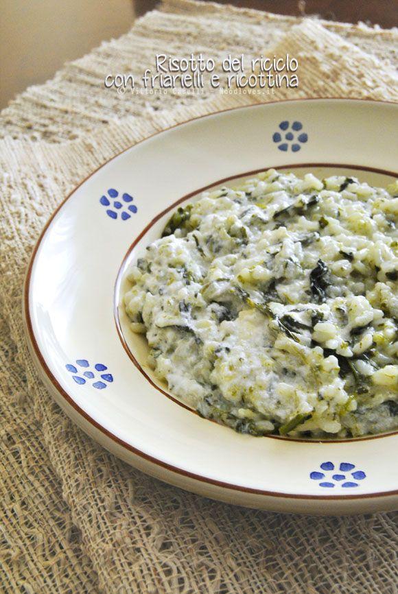 Avete dei friarielli (o degli spinaci) avanzati? Allora provate questo risotto del riciclo con friarielli e ricottina.. Fenomenale (e velocissimo)! La ricetta su http://noodloves.it/risotto-del-riciclo-con-friarielli-ricottina/