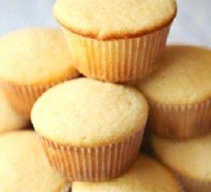 Ricetta impasto base per cupcake: ecco come si prepara l'impasto base per fare i cupcake con degli ingredienti semplici e una ricetta facile.