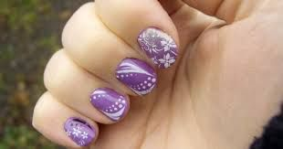 En la actualidad, unas manos largas y estilizadas son símbolo de unas manos elegantes y bonitas, por ello es importante que tengamos en cuenta la importancia de las uñas decoradas y de escoger aquellos diseños que mejor nos siente.