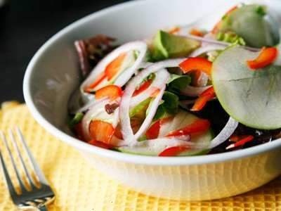 green apple, red onion, avocado and red pepper salad ...