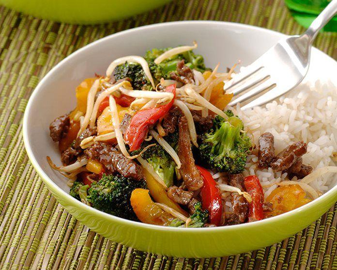 Rundvlees-teriyaki met groenten en witte rijst
