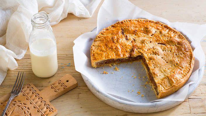 Engadine nut tart (engadiner nusstorte). Listen to our audio recipe.