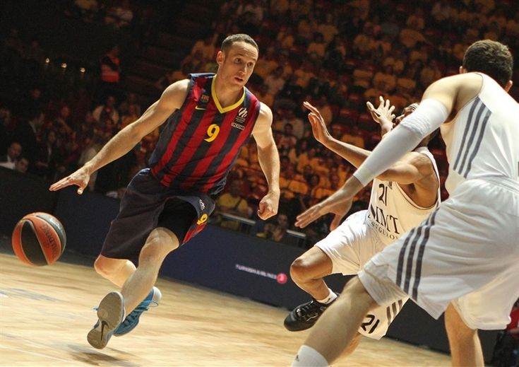 Marcelo Huertas, basketball player of FC Barcelona Baloncesto (blaugrana n°9) was wearing Nike Hyperdunk 2013 Blue – Wolf Grey during Euroleague semifinal match against Real Madrid Baloncesto 16.5.2014