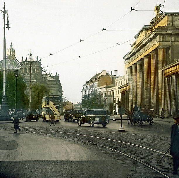 Blick Auf Den Hindenburgplatz Links Der Reichstag Um 1920 Berlin Geschichte Berlin Historische Fotos