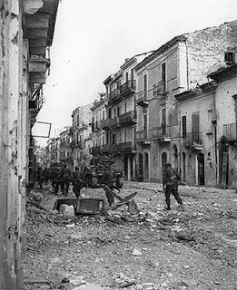 Canadian troops in Ortona, Italy, December 1943 (National Archives of Canada). On 28 December, the Canadians take Ortona after fierce house-to-house fighting.