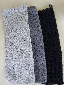 Det er begrænset hvad jeg har fået lavet af kreative ting siden påske, men det er da blevet til tre hæklede håndklæder.   Et nemt hånd...