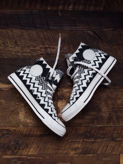 Simple chevron black and white converse