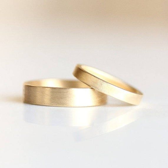 Matte Gold Wedding Band Men S And Women S Matching Rings His And Hers 14k Gold And Platinum Wedding Ring Flat Edge Wedding Band Eheringe Platin Ehering Platin Matt Ehering Gold Matt