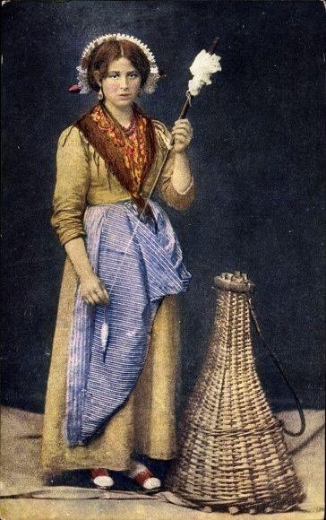Postcard Costume brianzolo, La Brianza Lombardia Italien, Spinnerin in Tracht, dated 1931