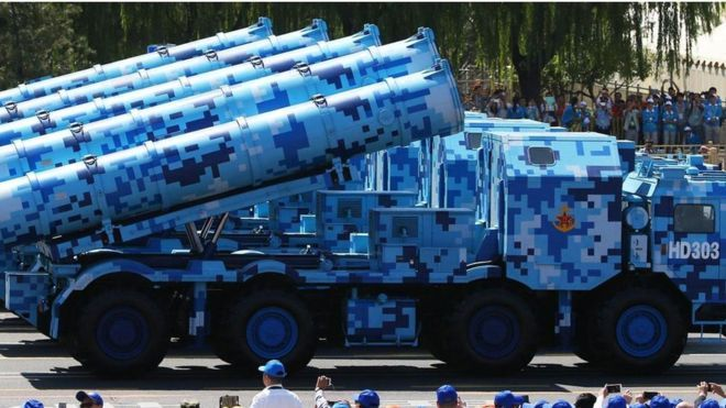 Veículo camuflado azul na China