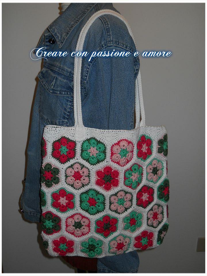 #Borsa #fioreafricano #Crochet https://www.facebook.com/Creare-con-passione-e-amore-702710239765140/ https://www.facebook.com/media/set/?set=a.709433409092823.1073741837.702710239765140&type=3