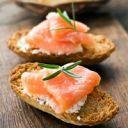 Sanduíche light de salmão e espinafre