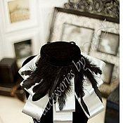 Аксессуары ручной работы. Ярмарка Мастеров - ручная работа Жабо атласное стальное с черными перьями. Handmade.