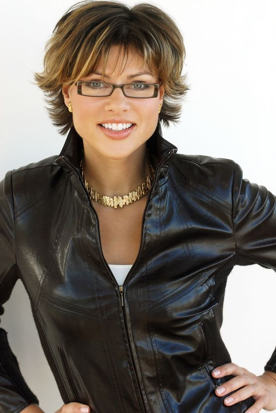 Kurzhaarschnitt Frauen Ab 50 Brille Frisuren Kurze Haare Brille