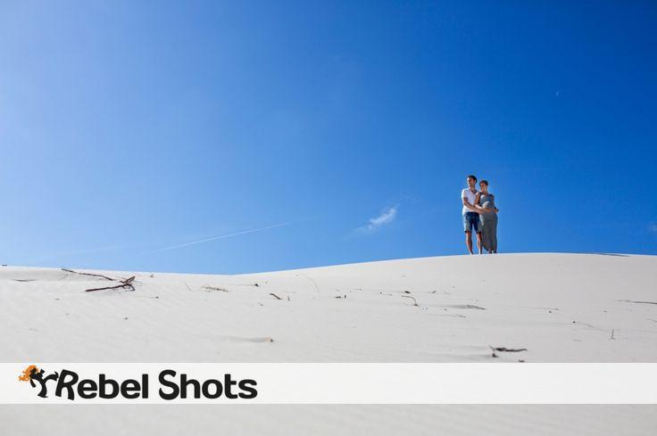 dunes blue sky duinen blauwe lucht zwanger samen zwanger maternity photography zwangerschap fotografie