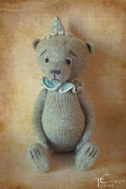 Мишка Клоун Квик - вязаная игрушка,вязание спицами,игрушка спицами,мишка ручной работы