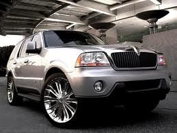 Lincoln Navigator L 4X4. I want these wheels on my white Navigator!!