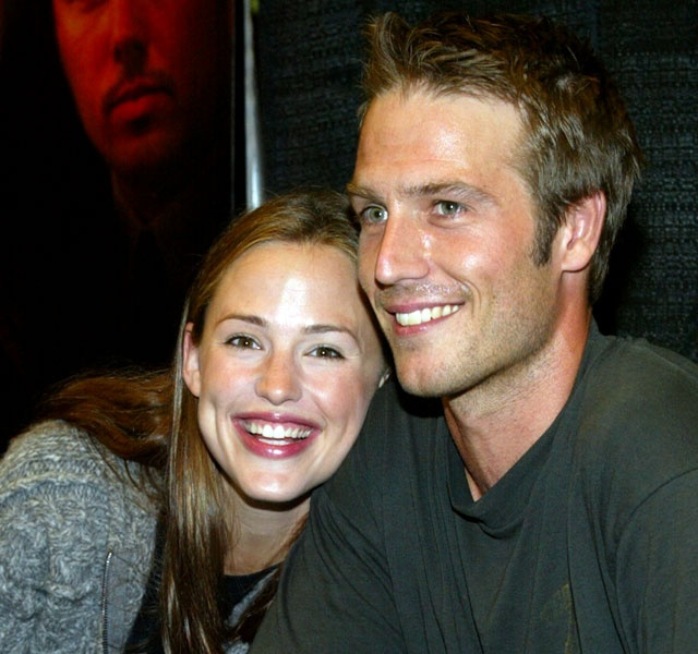 "In a classic case of co-stars turned lovers, Michael Vartan dated ""Alias"" co-star Jennifer Garner from 2003-2004."