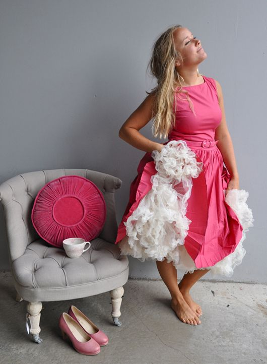 Rasberry red retro dress with petticoat. www.landromantikk.no