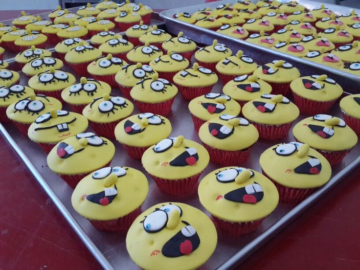 Who doesn't love (or hate) Spongebob? 100 Spongebob cupcakes with his many expressions will surely make us at least love him a bit :)