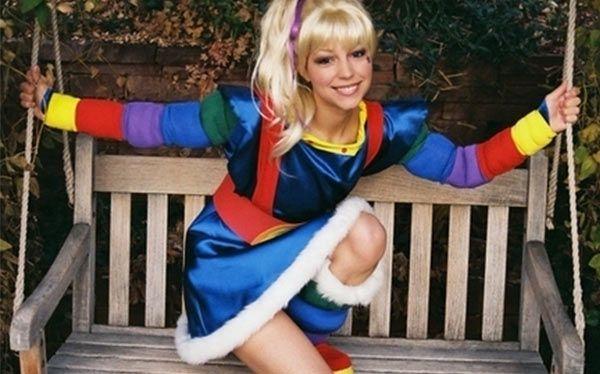 Inspiration und alle Accessoires, mit denen du dein Regina Regenbogen Kostüm selber machen kannst.