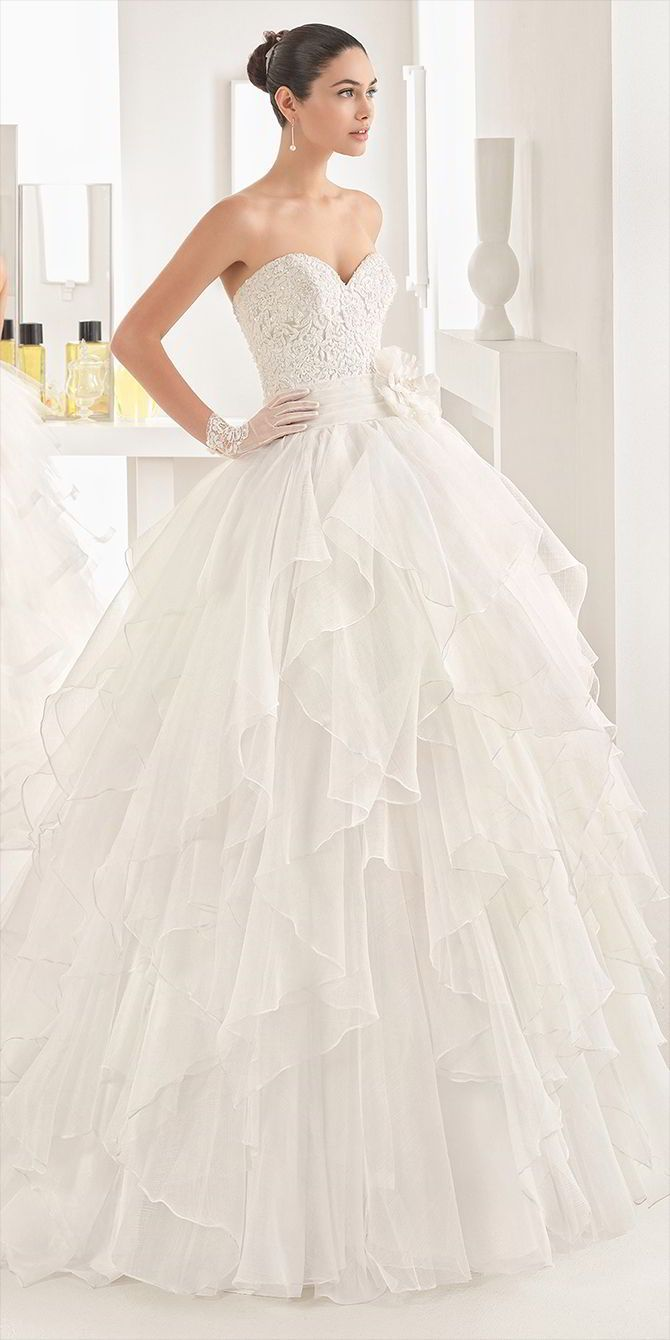Ballgown with beaded guipure lace bodice, sweetheart neckline and flouncy organza skirt with natural waist, in natural.