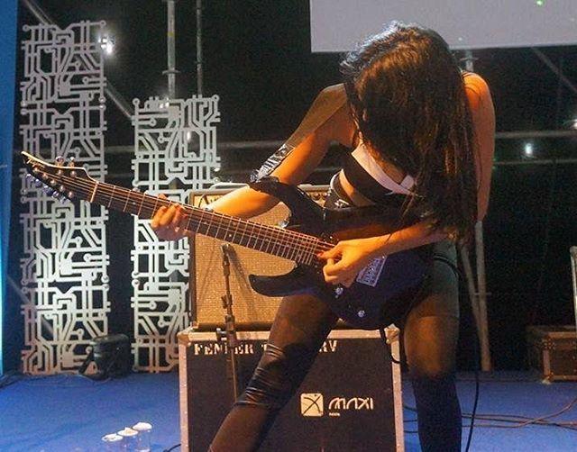 #guitar #guitargirl #femaleguitarist #metalgirl #metal