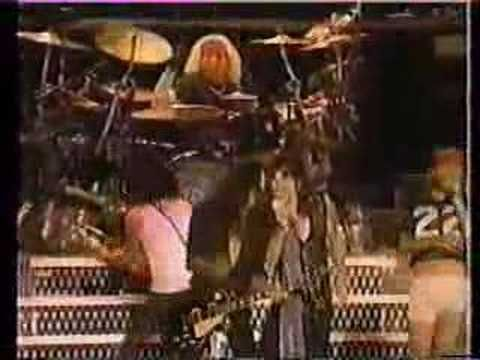 Guns N Roses AND Aerosmith  LIVE!  UM, 'scuse me, Axl...WTF are you wearing??