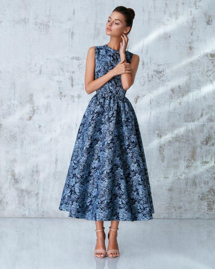 Платье «Лаура», миди голубое, Цена — 34 990 рублей
