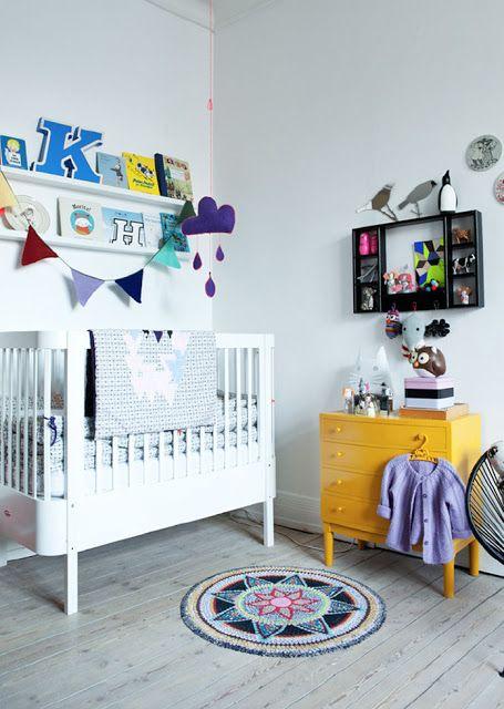 A White Nursery With Surprising Touches elle belle - skønne sager og lækkert design til børn: Veras stilfulde pigeværelse...