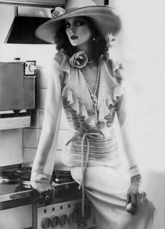 Sue Baloo by Oliviero Toscani _ Vogue UK, June 1974.