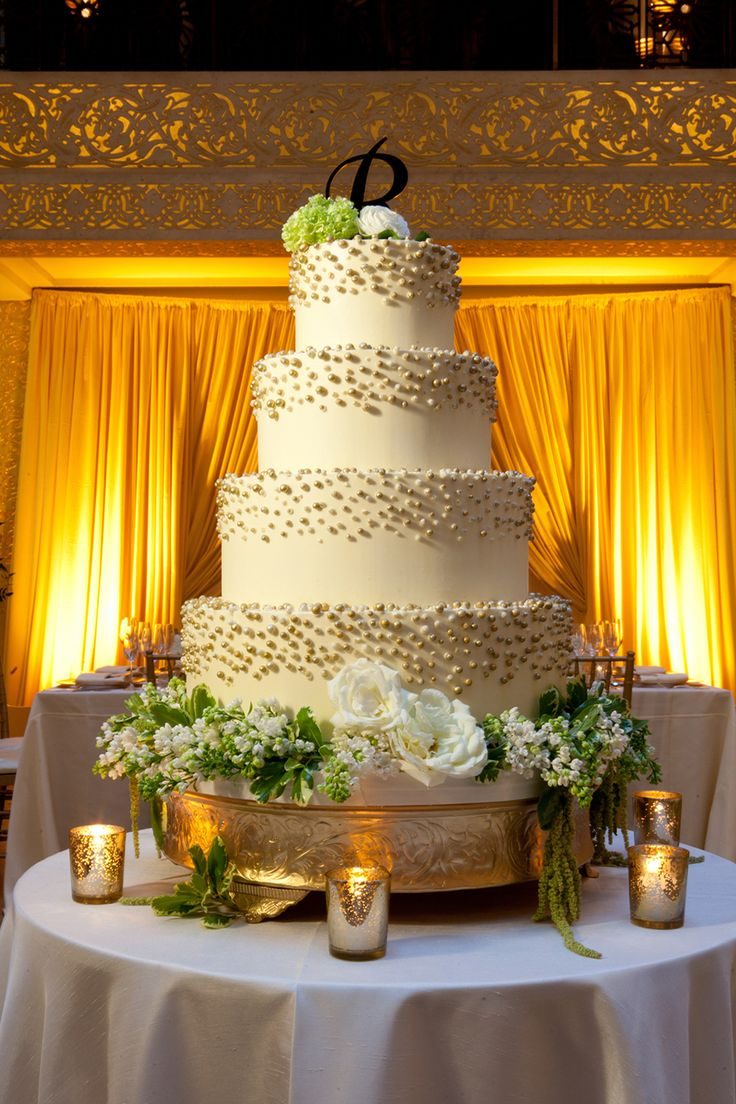 Gerber and Scarpelli Photography. Vale of Enna flowers. Liven It Up Events. The Rookery. Amy Beck Cake Design. Rose. Lilac. Variegated Pittosporum. Hanging Amaranthus. Cake. Chicago Wedding.