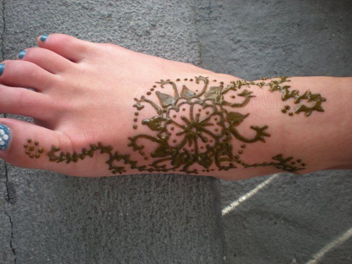 Henna is a great way to create designs on your skin without the permanent effects of a tattoo. Through this tutorial I will teach you how to make you...
