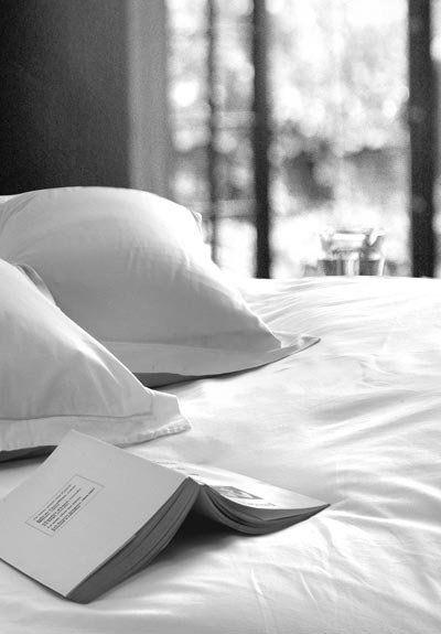 """Résultat de recherche d'images pour """"reading in bed"""""""