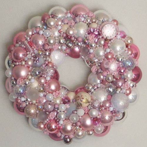 What a sparkly pink wreath!