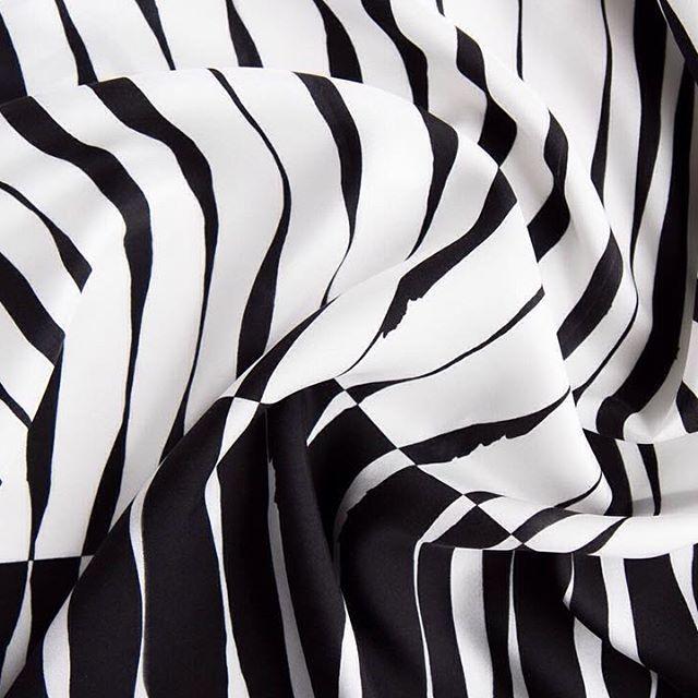 scarf-graphic-accessories-fashion-lines-black&white-графика-зебра-zebra