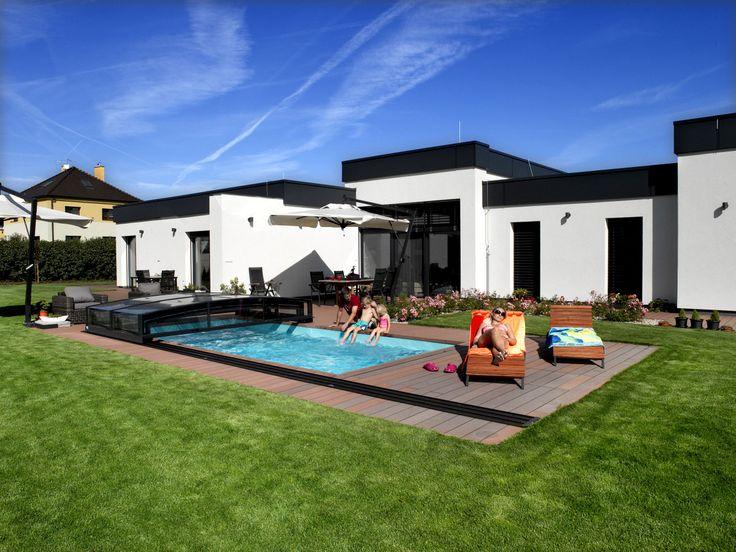 Posuvné zastřešení bazénu typu VIVA je nízké, nenáročné na prostor a velmi kvalitní.
