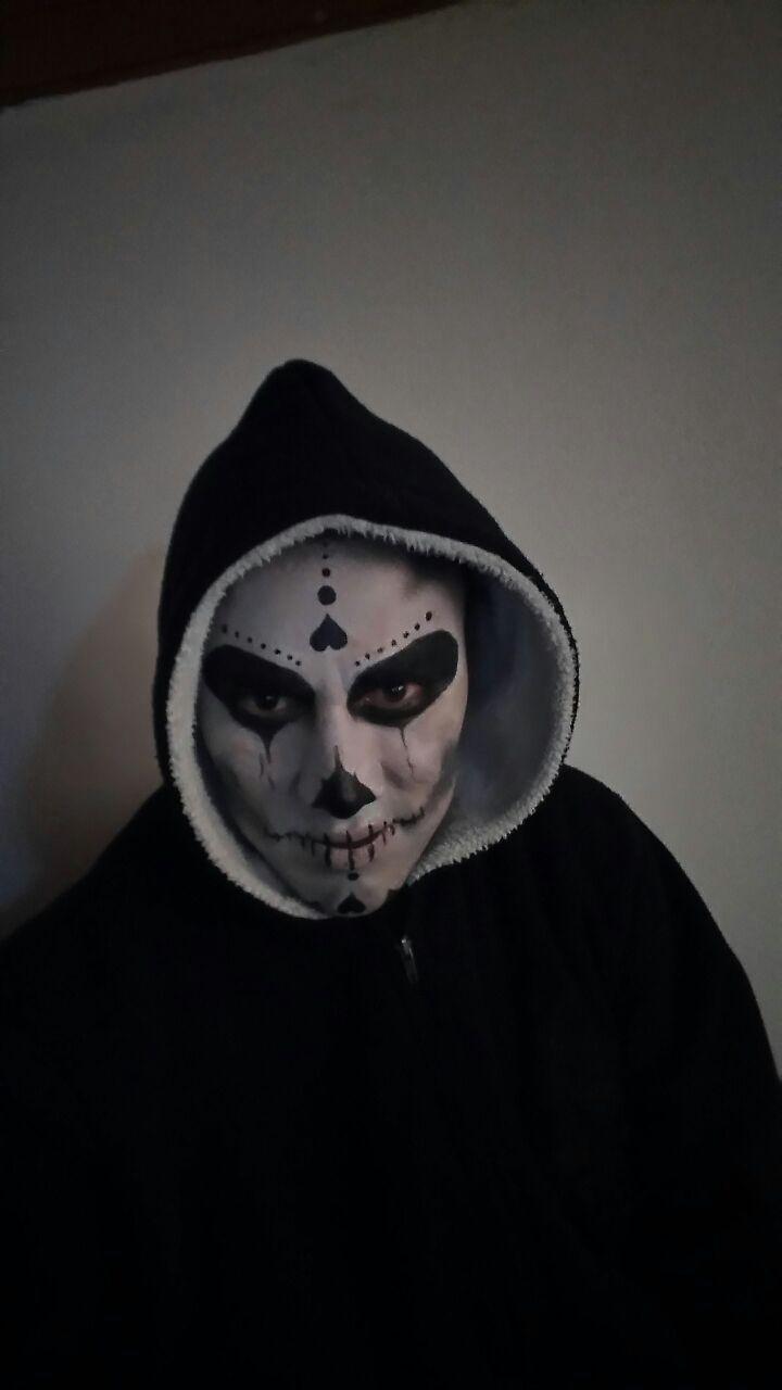 maquillaje de halloween. calavera. maquillaje para adultos