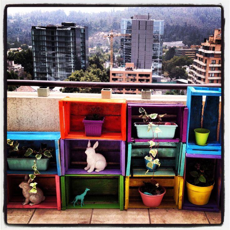 Estante para terraza hecho con cajones de verdura reuse - Como decorar una terraza ...