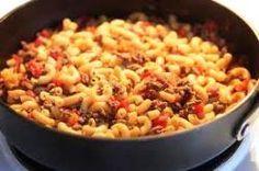 Macaroni met paprika, courgette, prei, en rundergehakt een simpel gerecht maar iedereen in de familie zal het smaken. Ook lekker om te variëren met kip in plaats van rundergehakt. Ingrediënten: - Bouillonblokje - Olijfolie - Zout - Peper - Italiaanse...