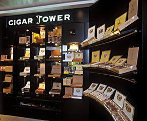CigarTower a belváros szívében, a Kempinski Hotelnél található. A szivarok közül az emeleti humidorszobában lehet válogatni.