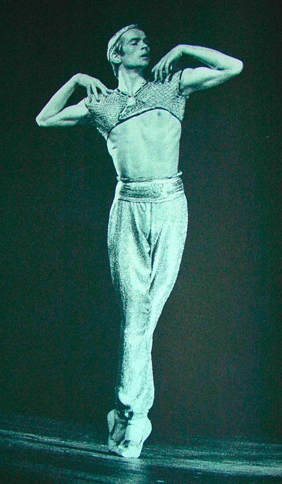 Rudolf Nureyev in Le Corsaire - photo by Peto